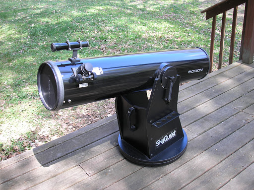 image of the Orion SkyQuest XT8 telescope mounted outside for star gazing